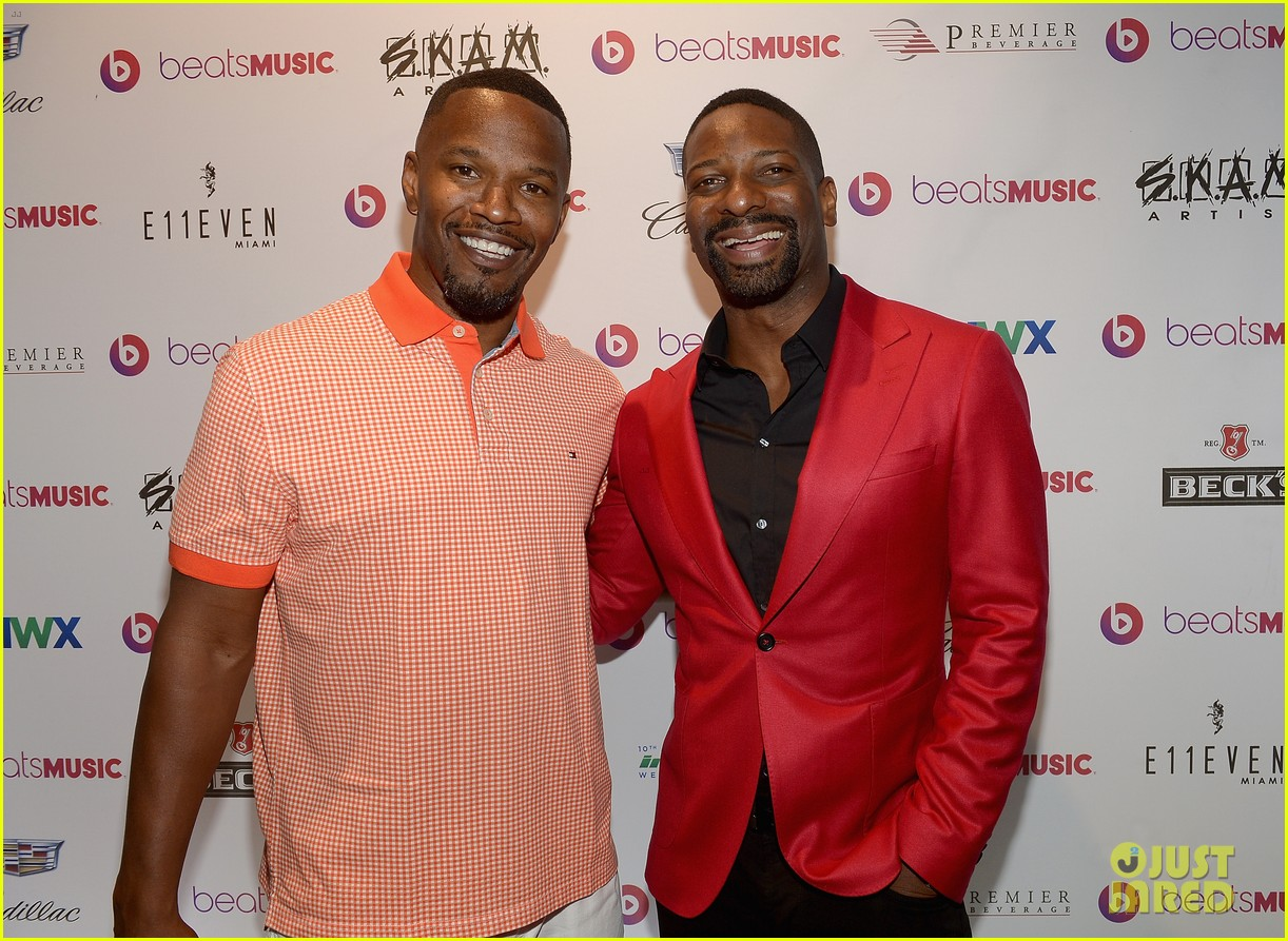 jamie fox dwyane wade celebrity golf tournament miami 023141117