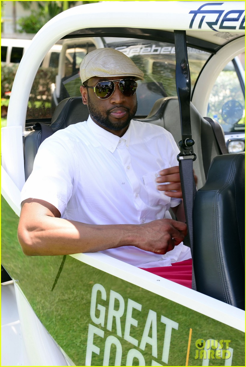 jamie fox dwyane wade celebrity golf tournament miami 153141130