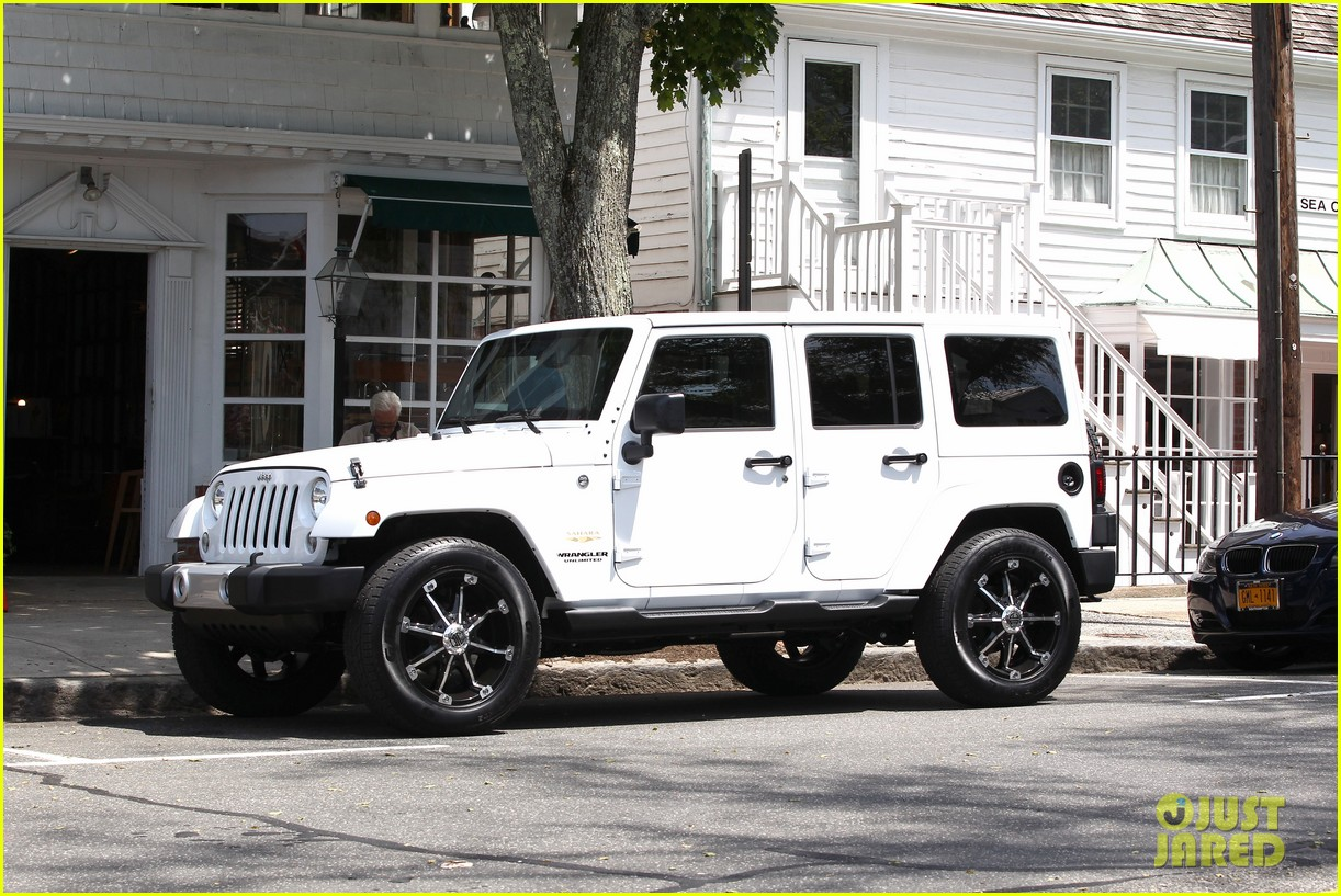 kendall kylie jenner khloe kardashian new jeep ride 103146198