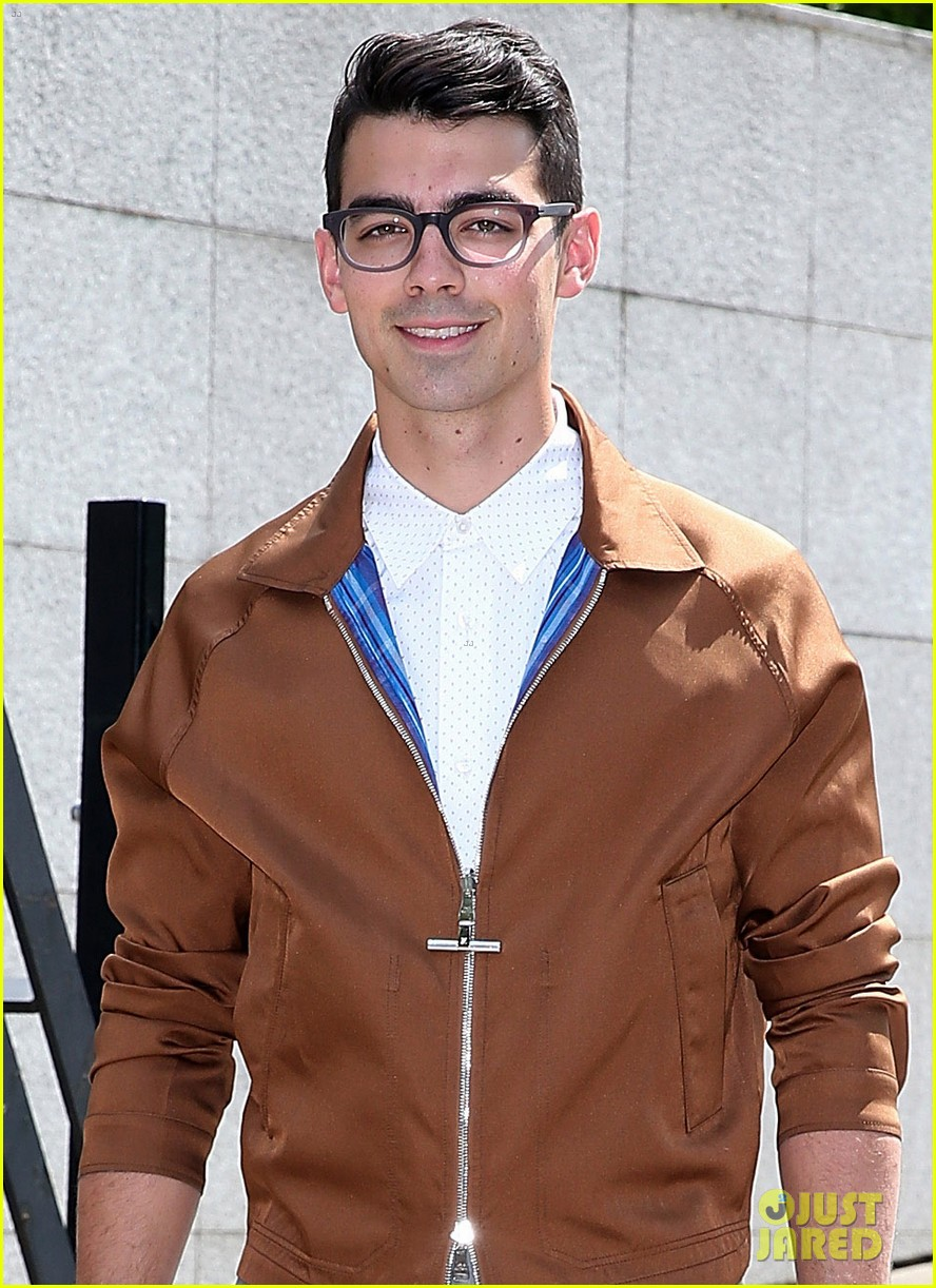 joe jonas louis vutton paris fashion week 033144069