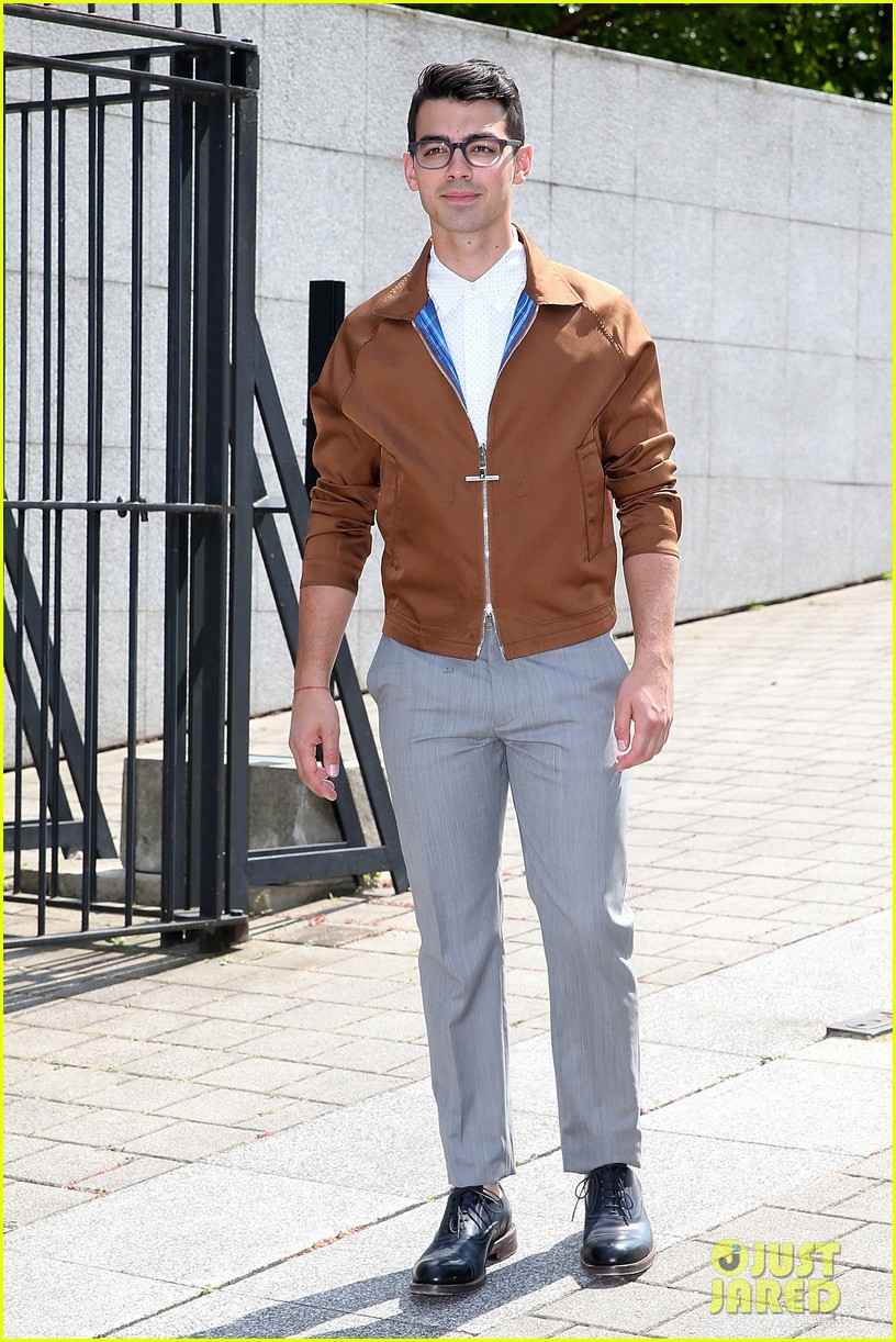 joe jonas louis vutton paris fashion week 043144070