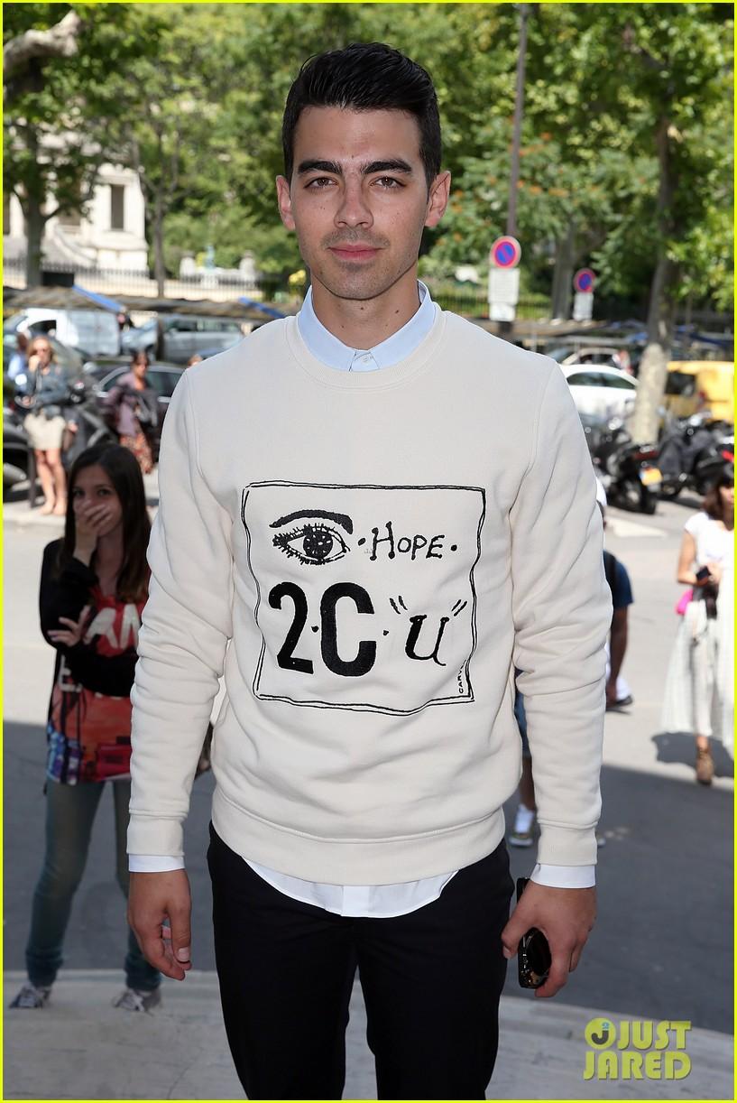 joe jonas leaves milan paris fashion week 023143054