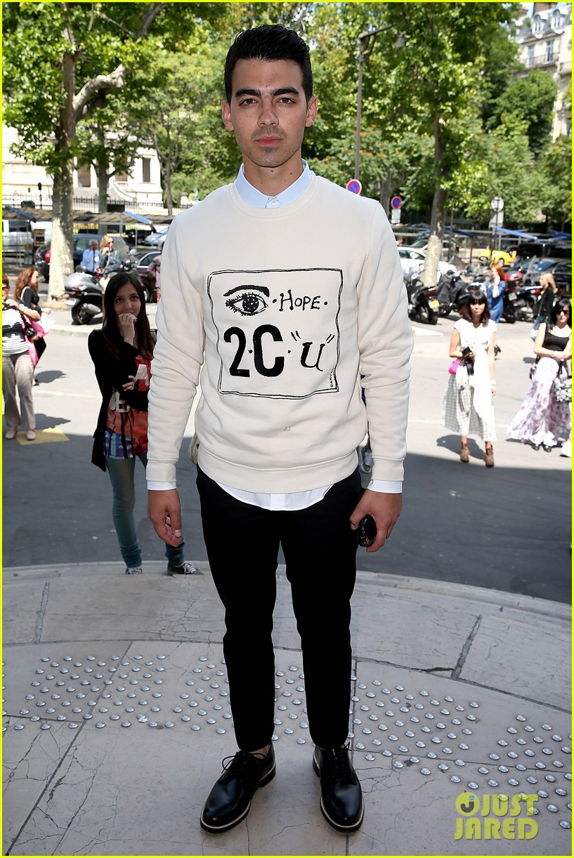 joe jonas leaves milan paris fashion week 03
