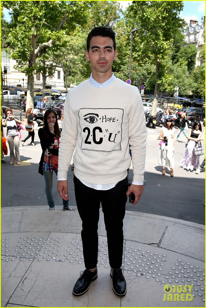 joe jonas leaves milan paris fashion week 053143057