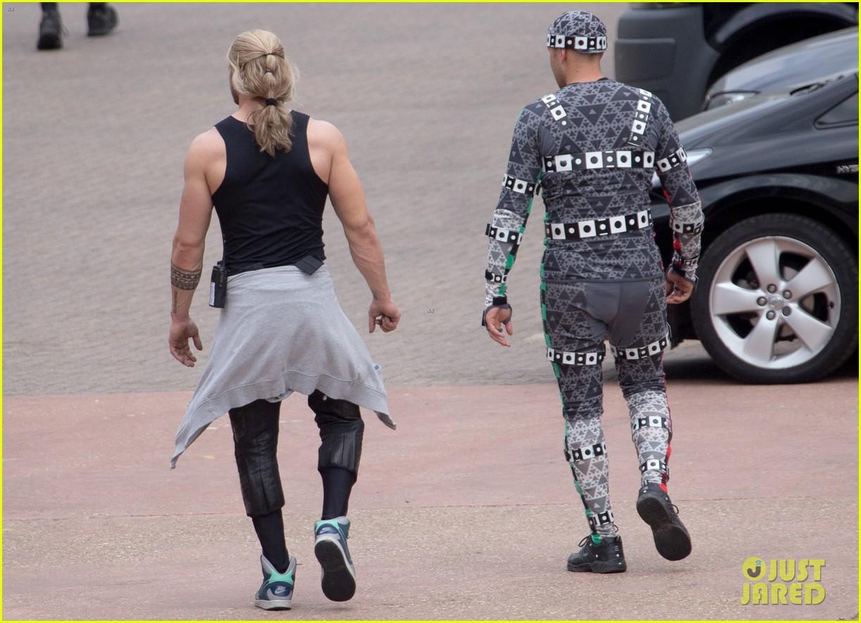 aaron taylor johnson elizabeth olsen avengers stunt doubles 103142009