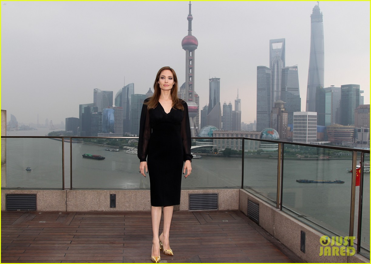 angelina jolie brings maleficent to china 043127243
