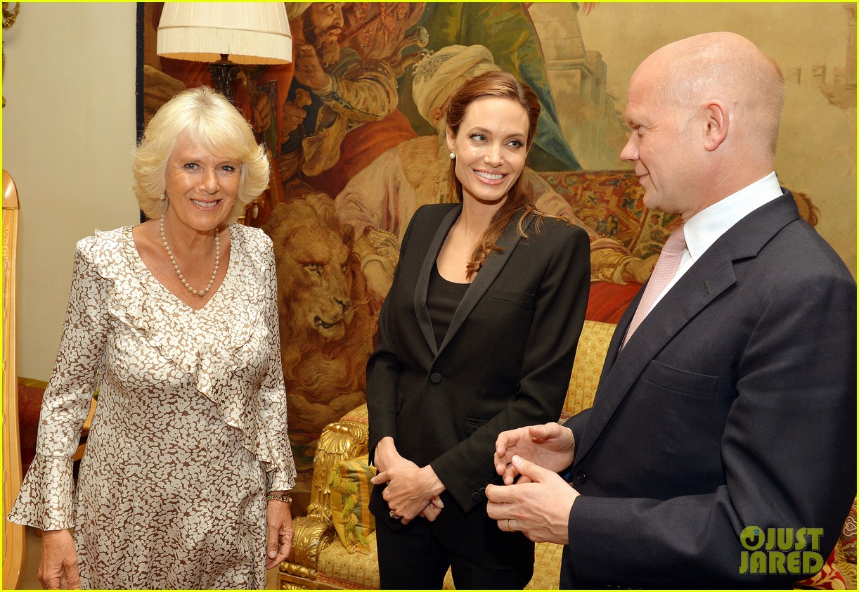 angelina jolie made honorary dame by queen elizabeth 01