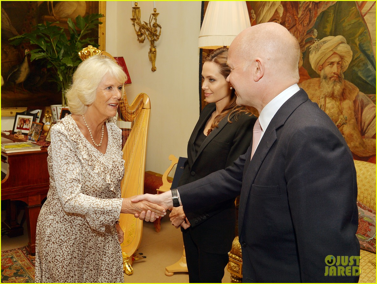 angelina jolie made honorary dame by queen elizabeth 053134884