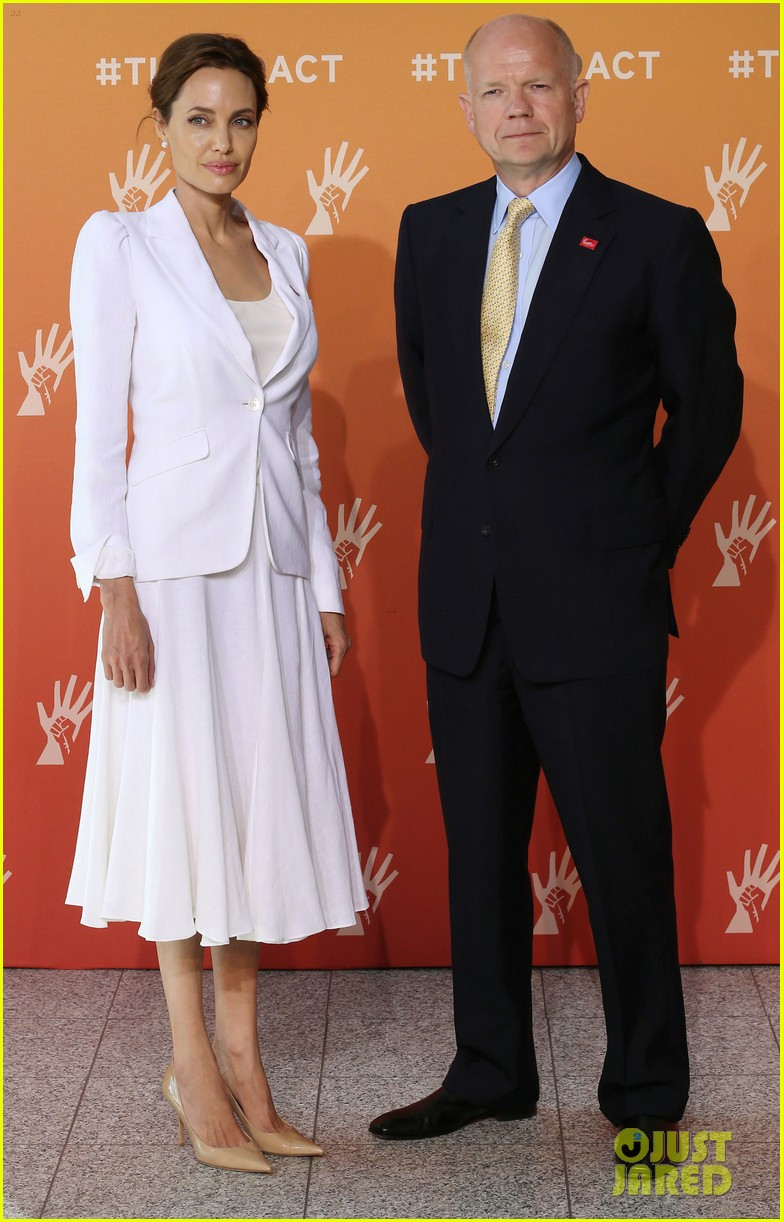 angelina jolie calls for an end to sexual violence 033132238