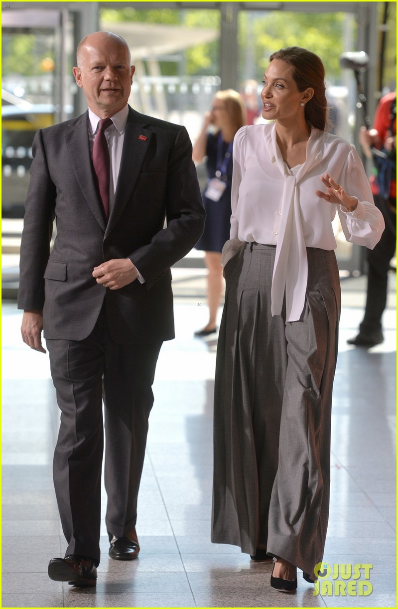 angelina jolie joins foreign secretary william hague for day two of global summit 033133014