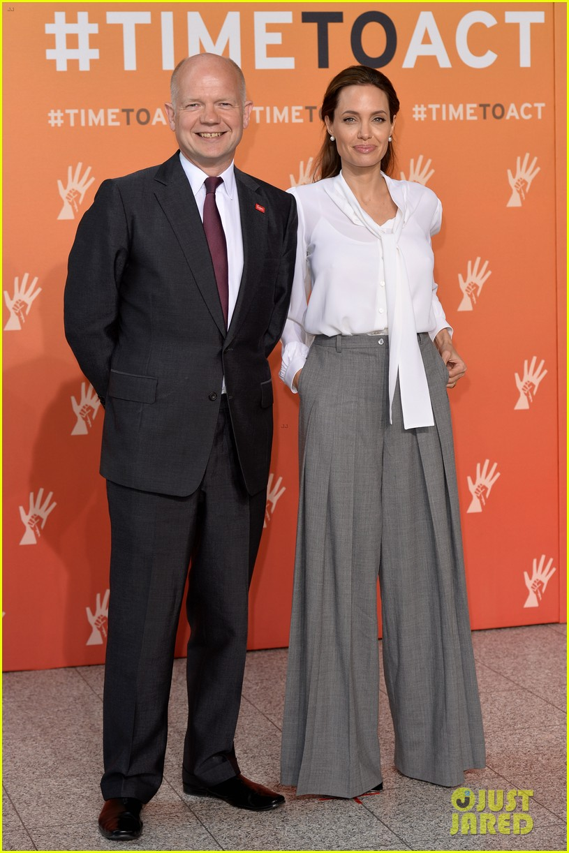 angelina jolie joins foreign secretary william hague for day two of global summit 093133020