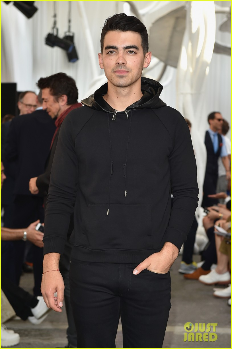 joe jonas milan fashion week 093140683