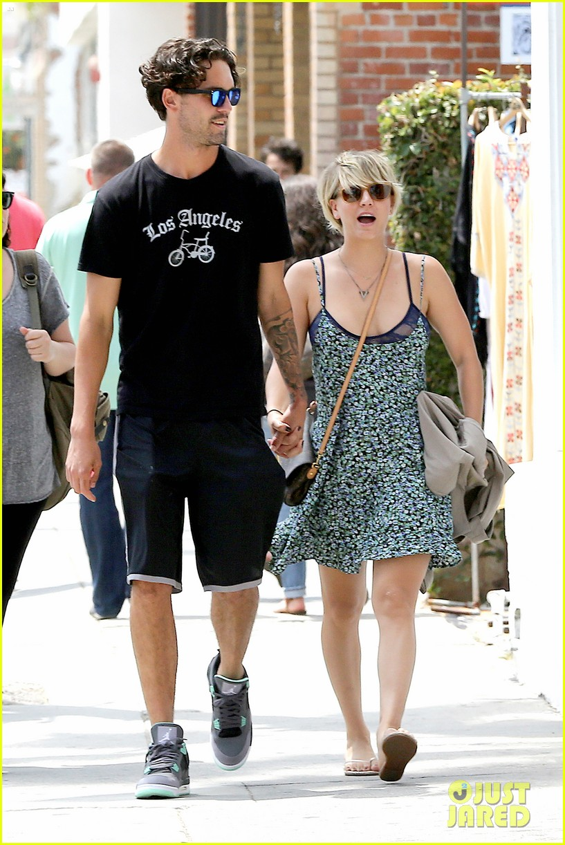 kaley cuoco wears crop tops now wont be able to when shes pregnant 133144005