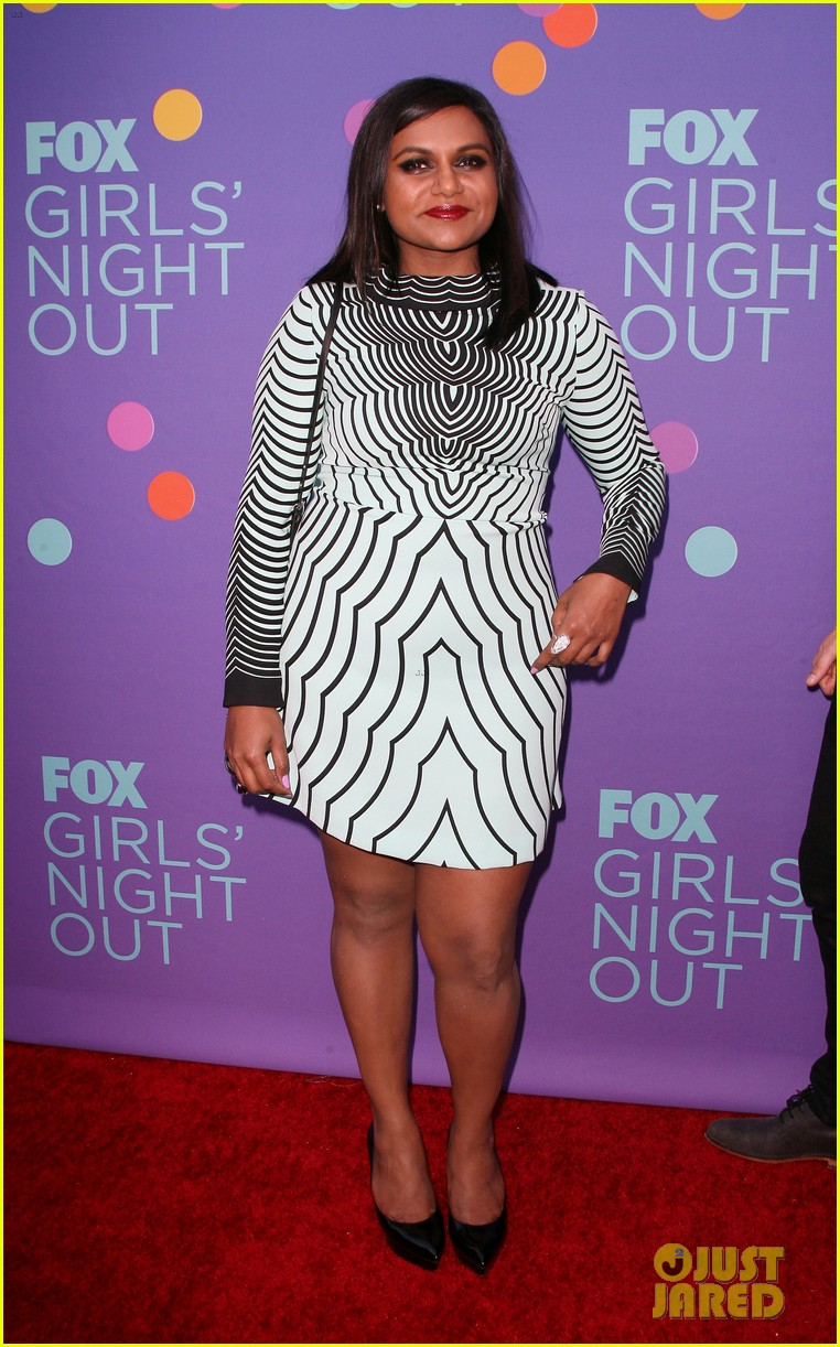 mindy kaling shows some leg at foxs girls night out 09