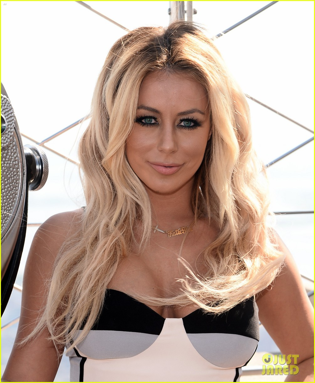 danity kane celebrate lemonade release at empire state building 033127292