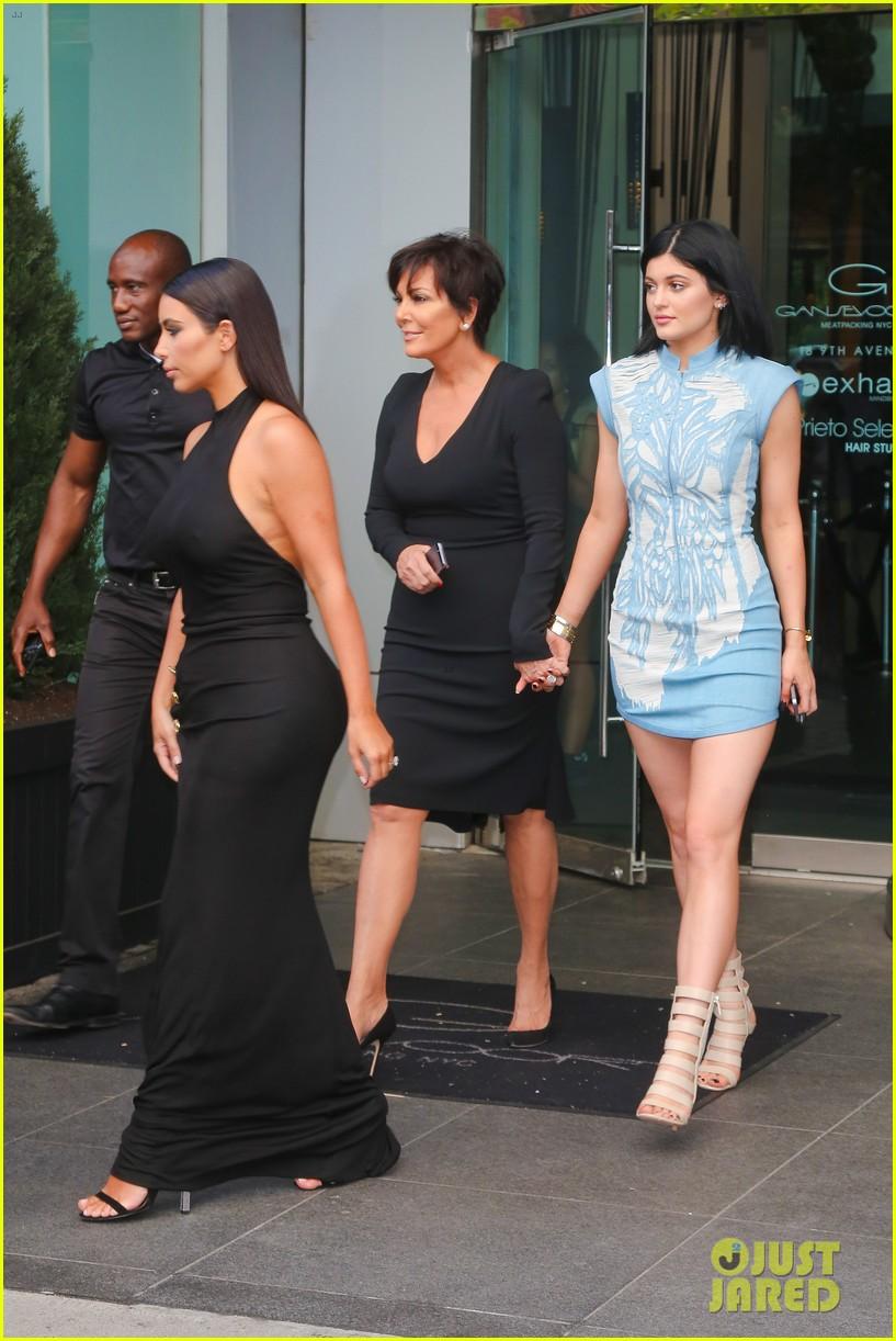 khloe kardashian celebrates 30th birthday 123144398