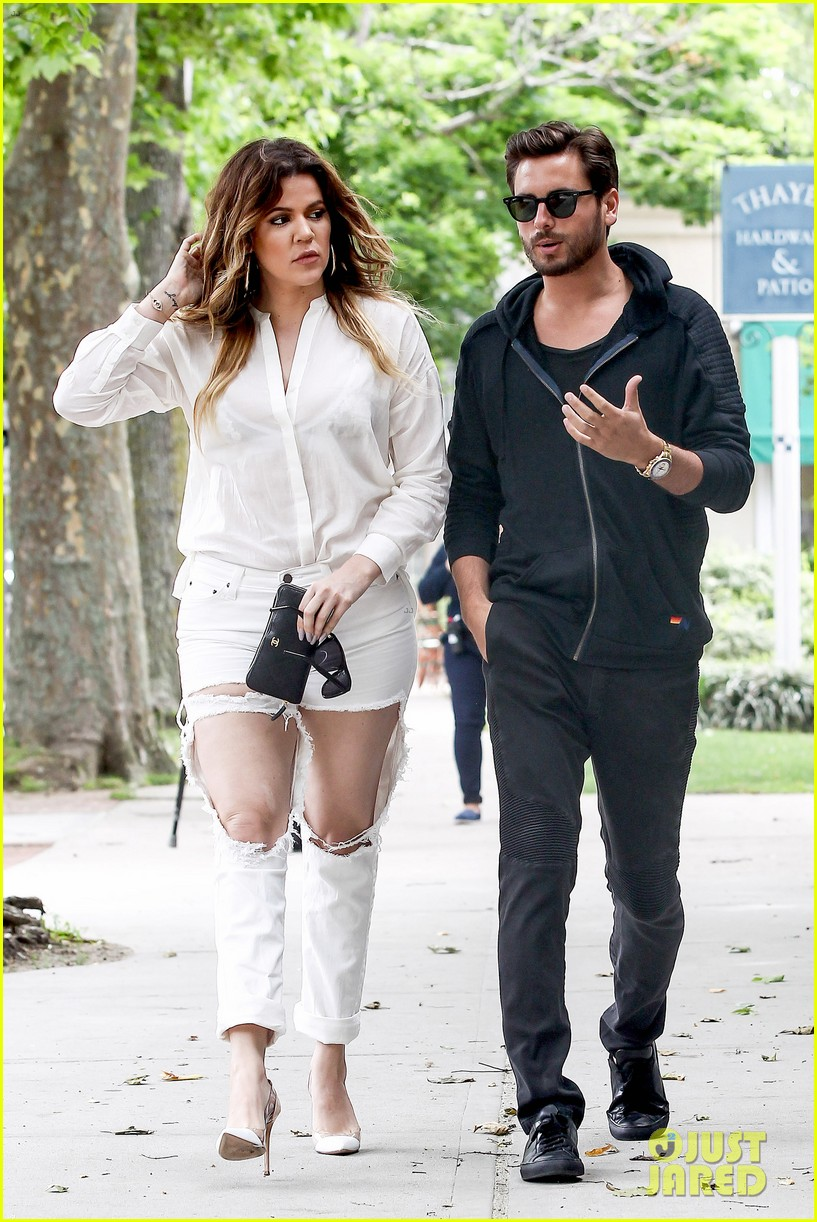 khloe kardashian scott disick continue to bond without kourtney 113134173
