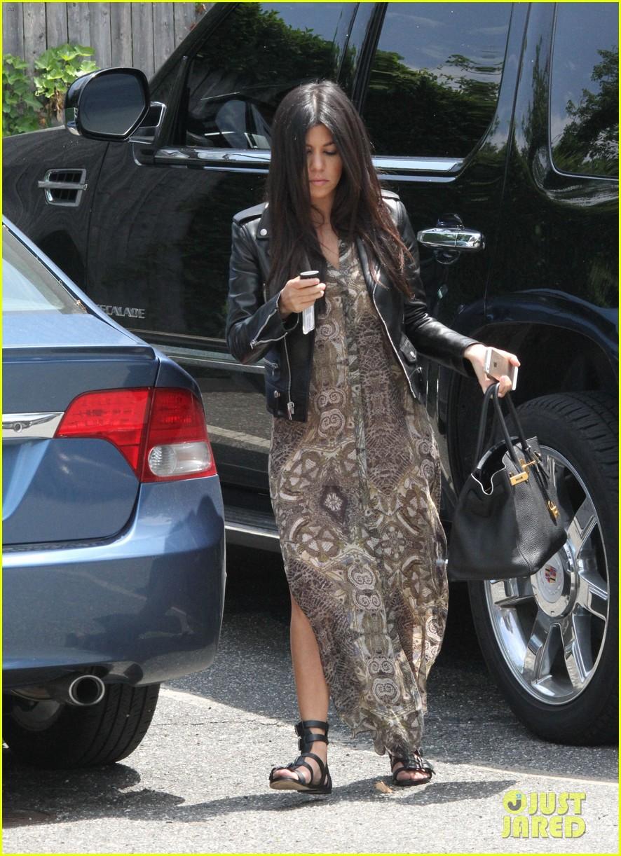 khloe kardashian scott disick continue to bond without kourtney 183134180