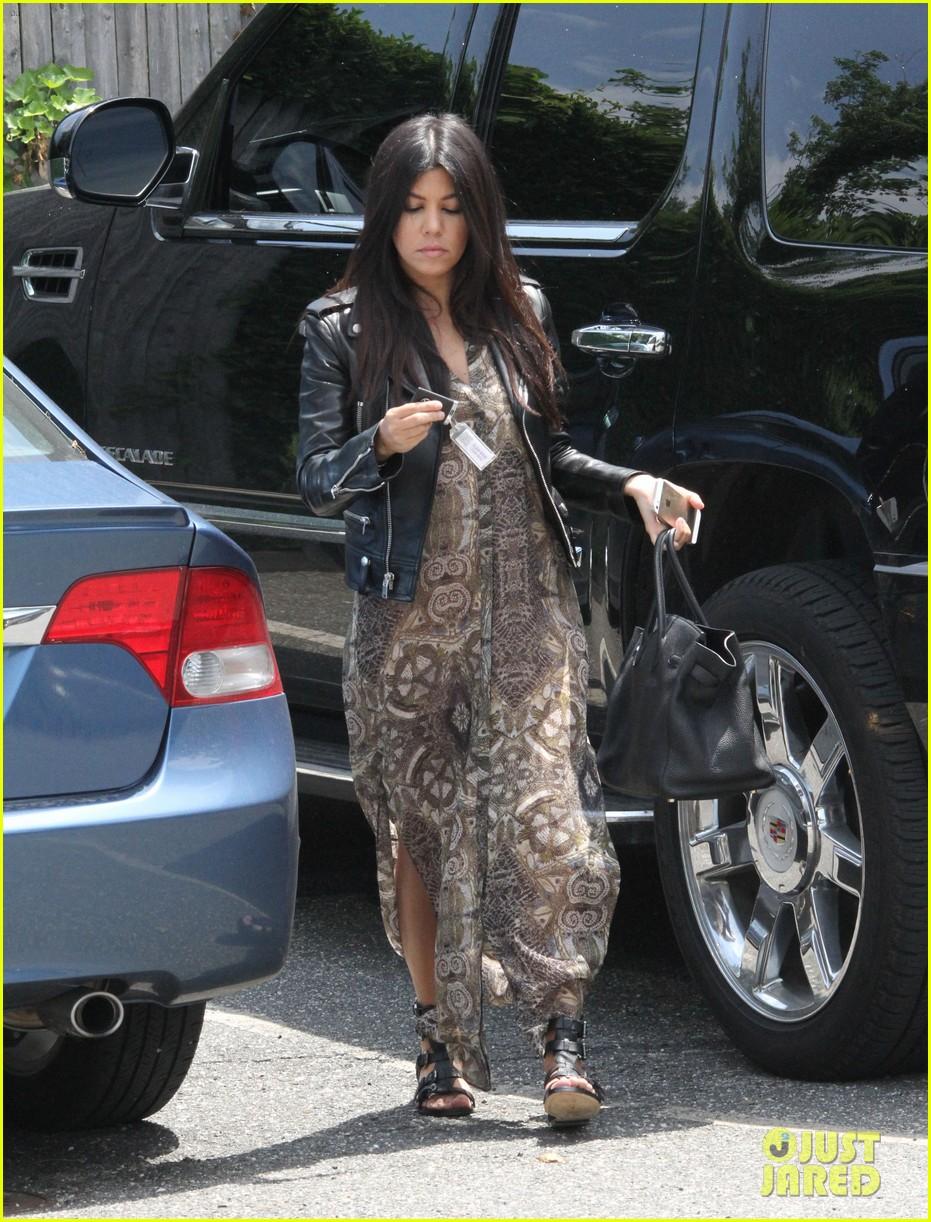 khloe kardashian scott disick continue to bond without kourtney 203134182