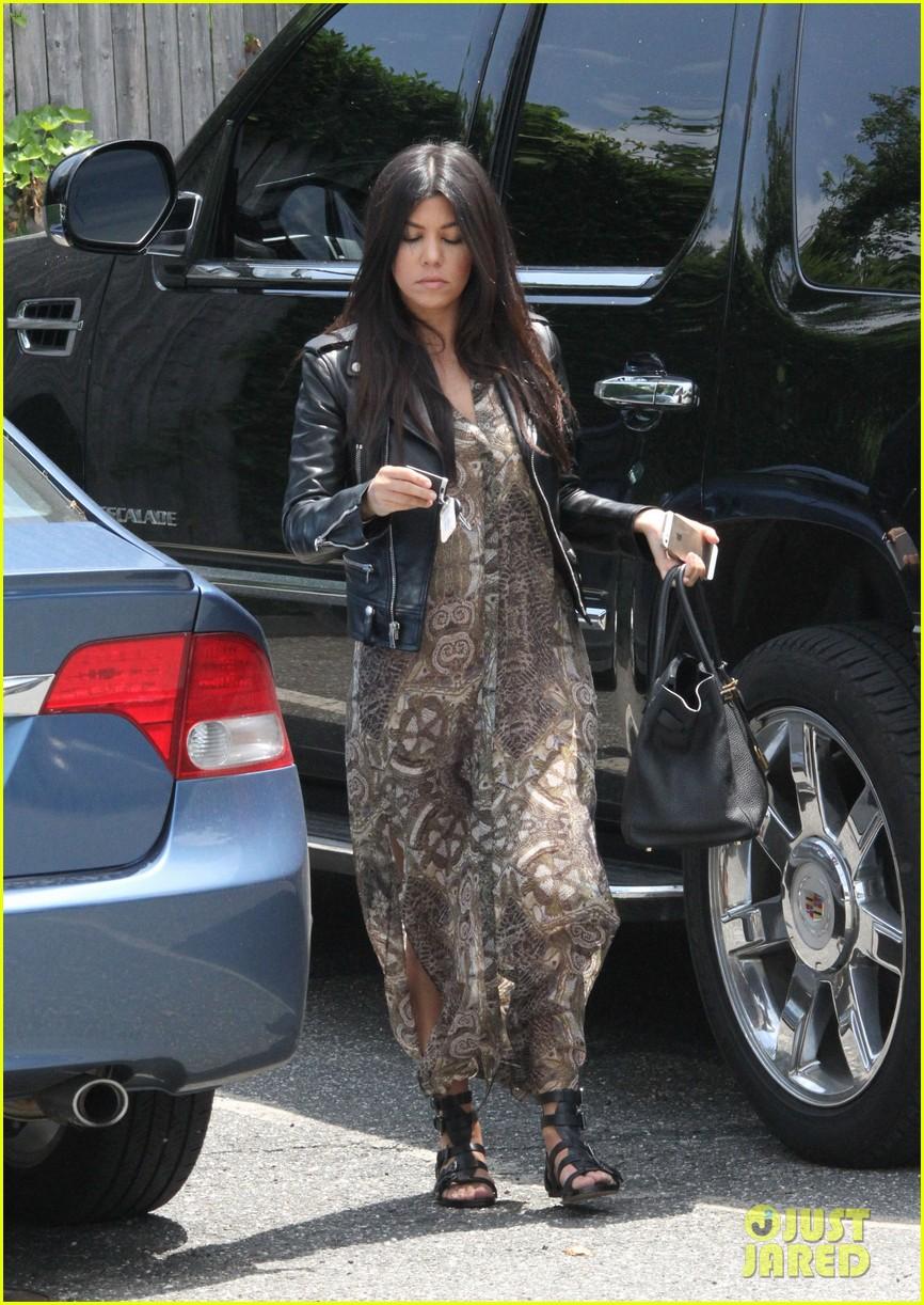 khloe kardashian scott disick continue to bond without kourtney 213134183