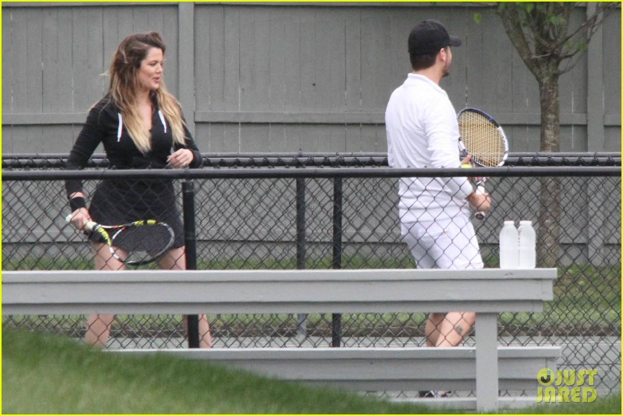 khloe kardashian scott disick continue to bond without kourtney 263134188