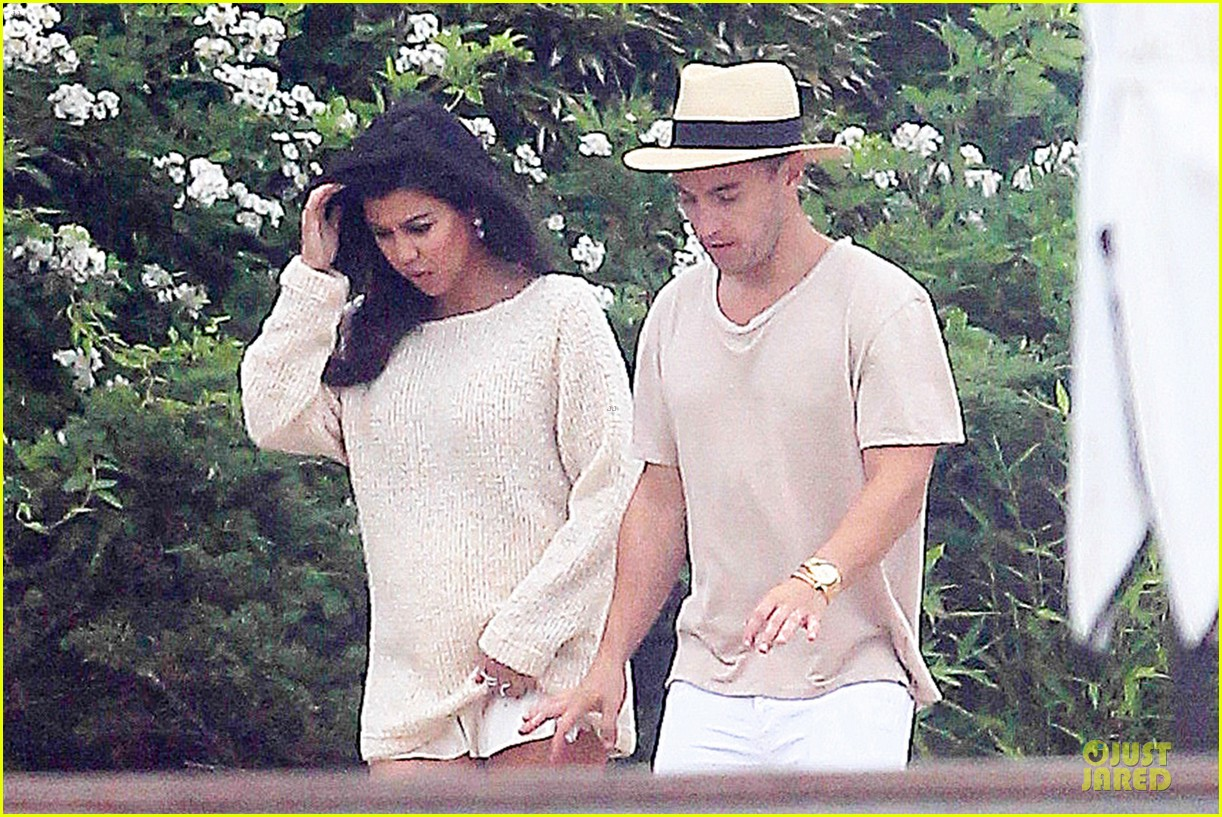 kim kardashian shops for north kourtney beach photoshoot 103137643