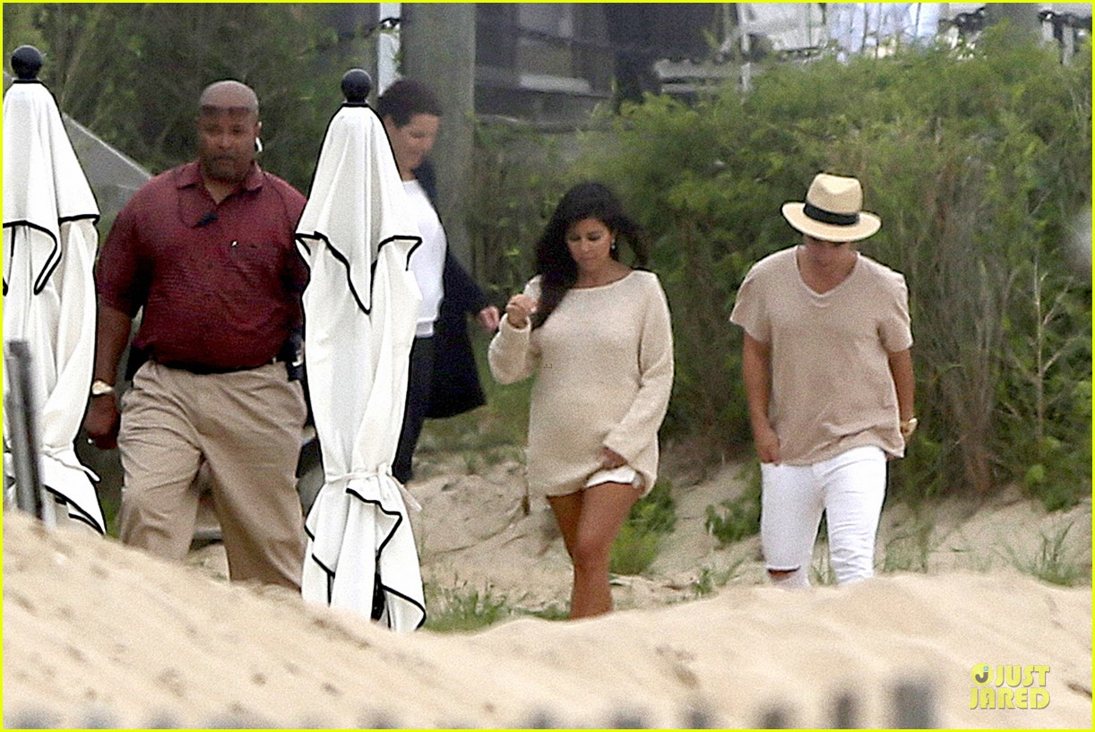 kim kardashian shops for north kourtney beach photoshoot 12