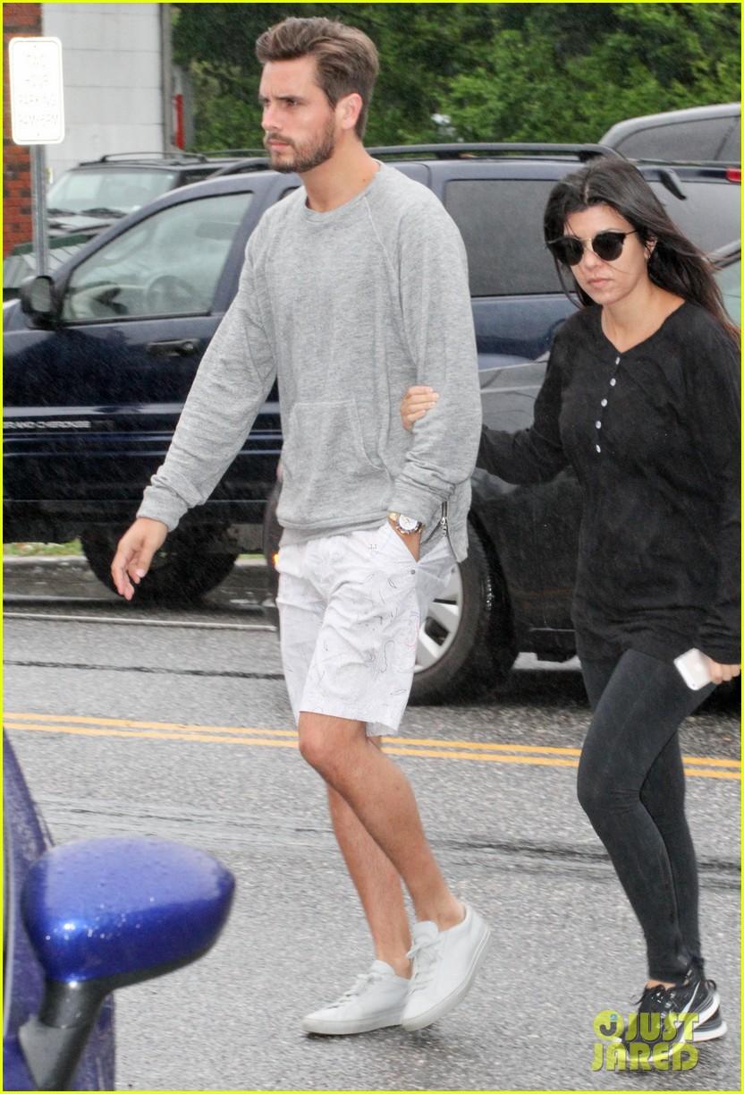kourtney kardashian scott disick step out together after pregnancy news 013128987