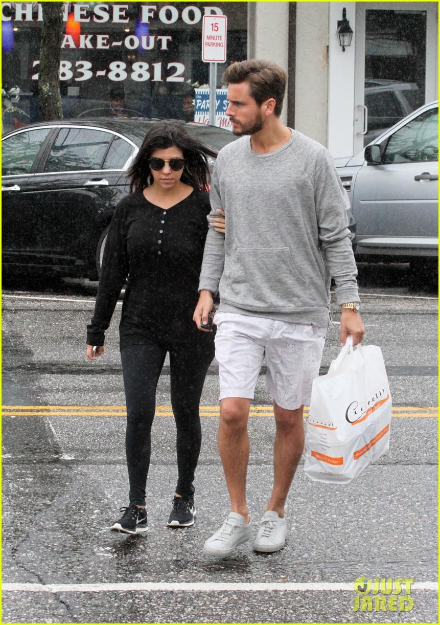 kourtney kardashian scott disick step out together after pregnancy news 023128988