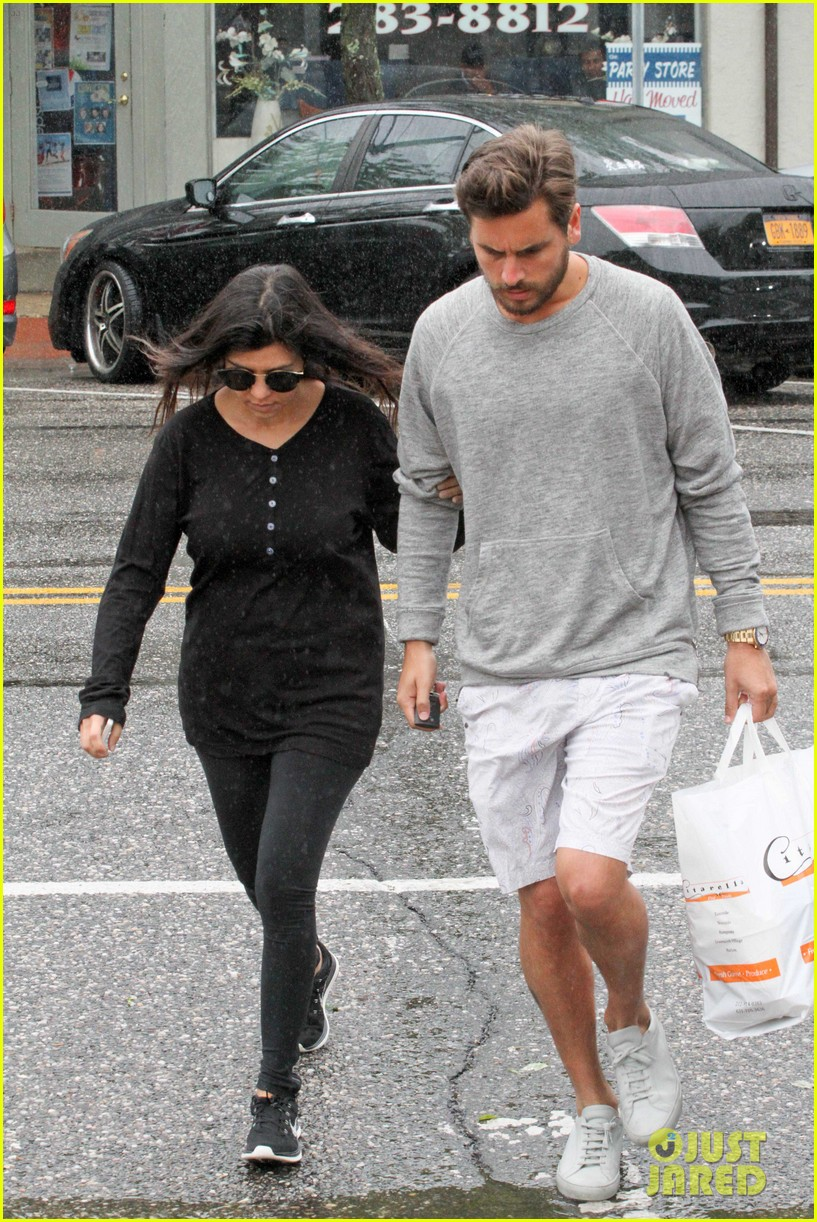 kourtney kardashian scott disick step out together after pregnancy news 03