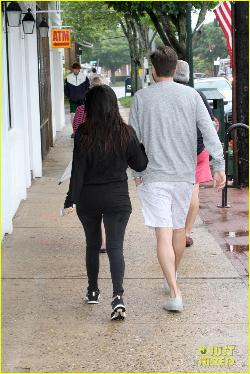 kourtney kardashian scott disick step out together after pregnancy news 05