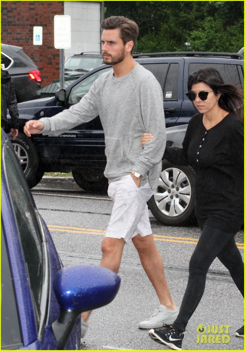 kourtney kardashian scott disick step out together after pregnancy news 063128992