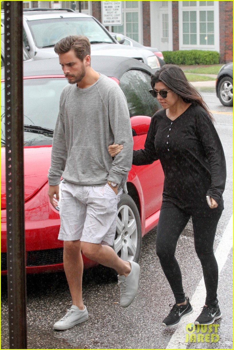 kourtney kardashian scott disick step out together after pregnancy news 083128994