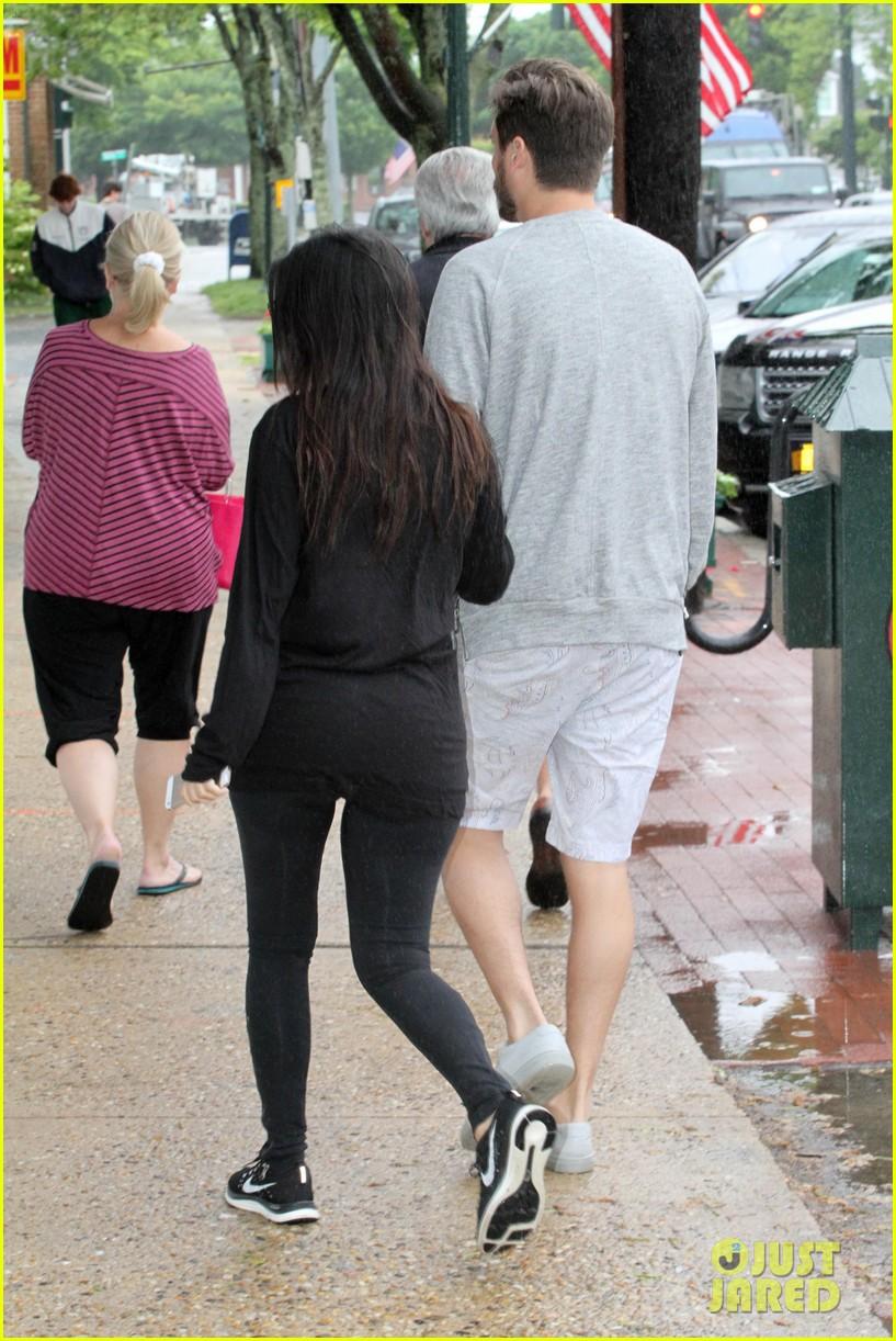kourtney kardashian scott disick step out together after pregnancy news 103128996
