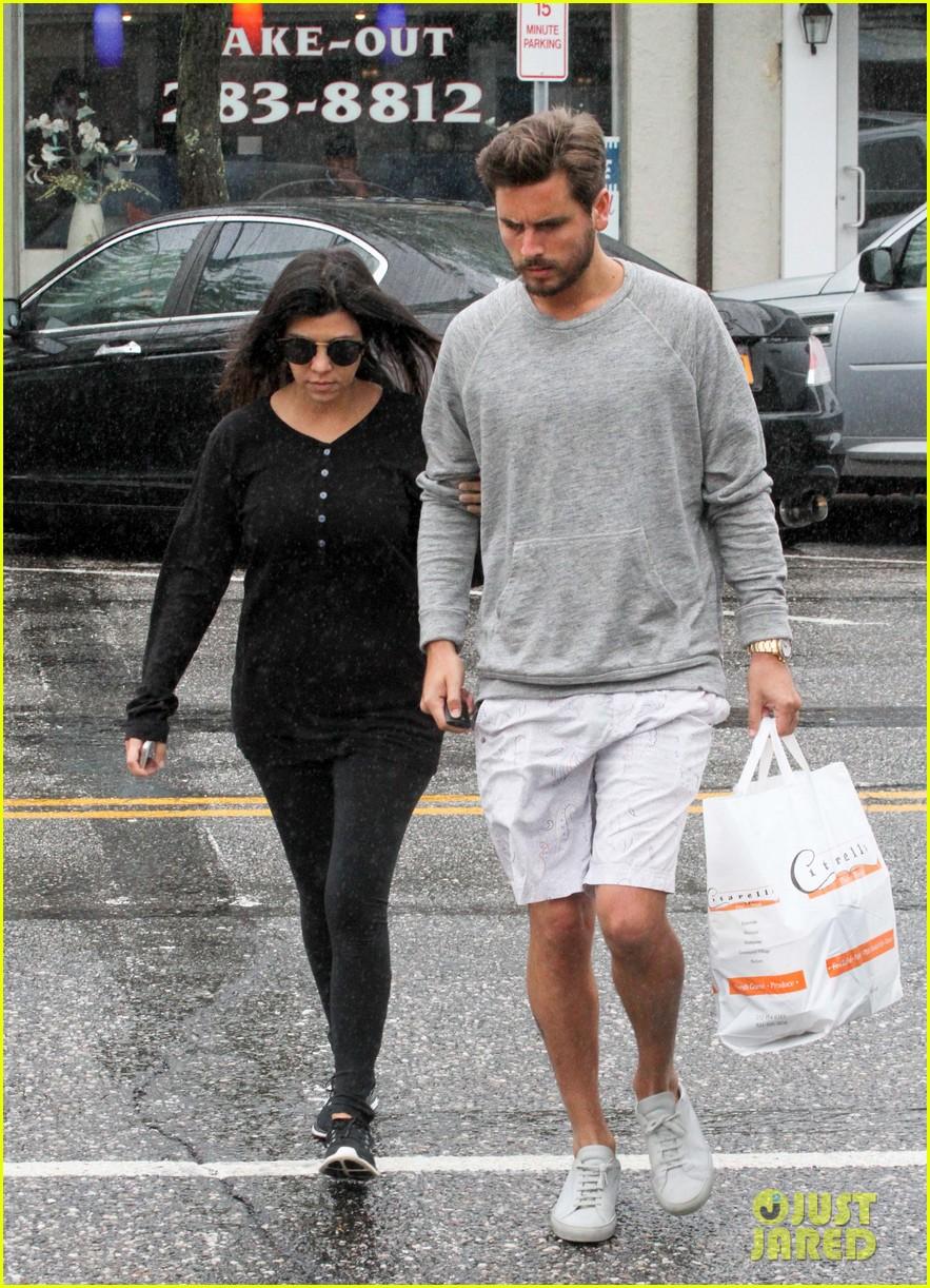 kourtney kardashian scott disick step out together after pregnancy news 133128999