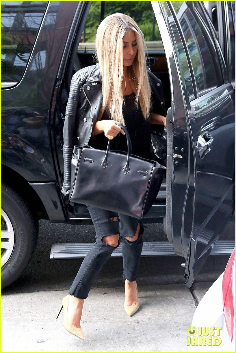 kim kardashian steps out with new blonde hair 17