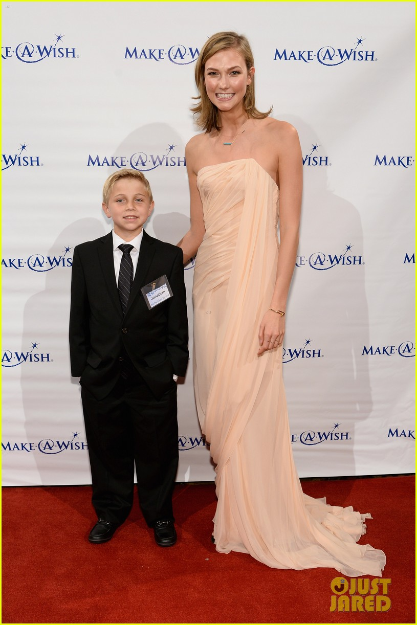 karlie kloss is a true angel at make a wish gala 033134664
