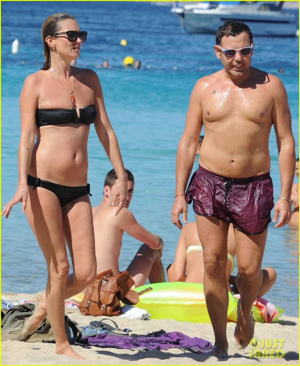kate moss bikini bod soaking sun ibiza 14