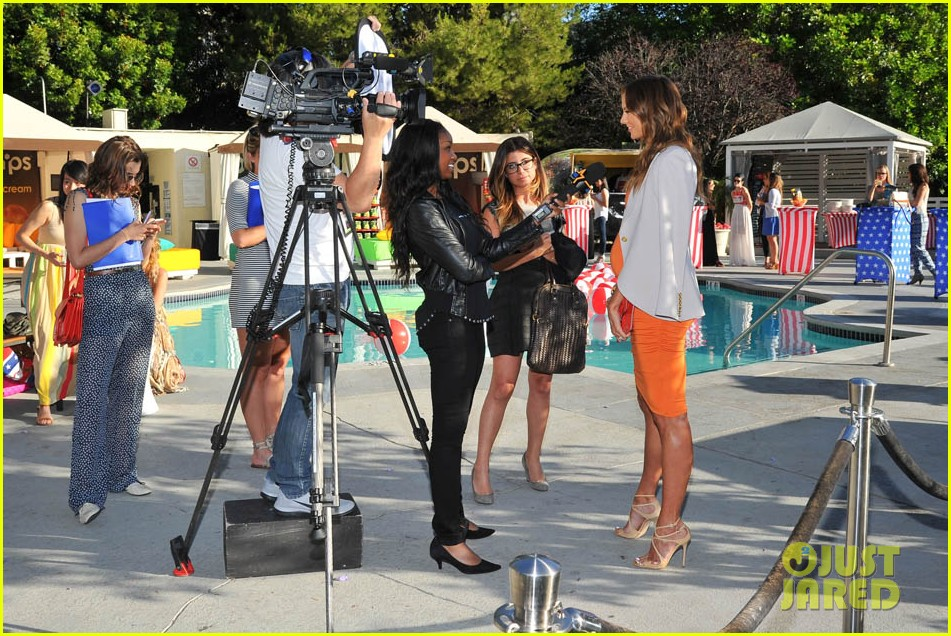 stacy keibler glams up and dresses down baby bump 063138165