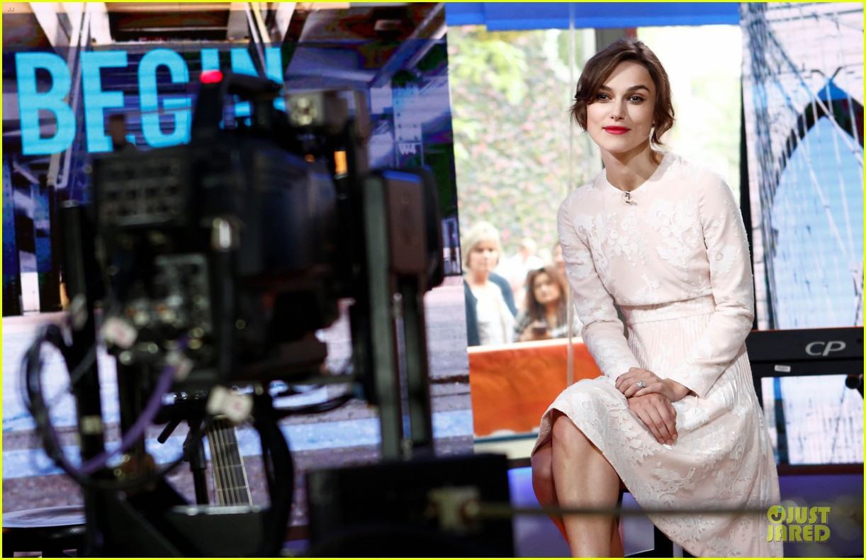 keira knightley admits to singing in the shower 023144955