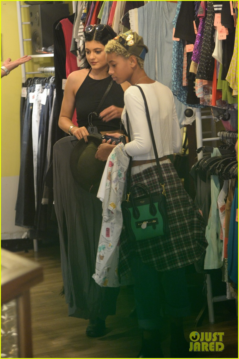 kylie jenner boating family kylie shopping willow smith 053146751