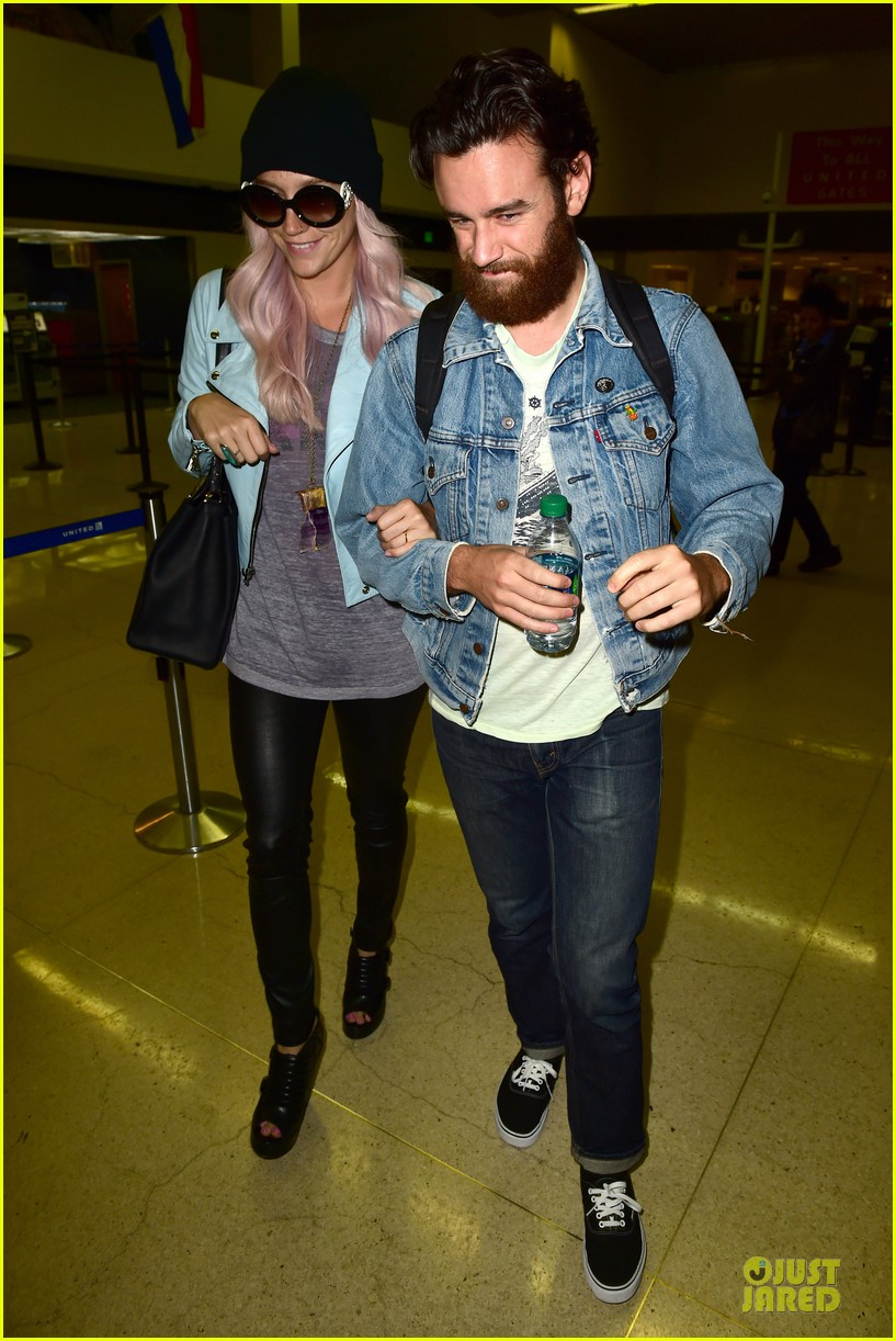 kesha brad ashenfelter inseparable at lax airport 01