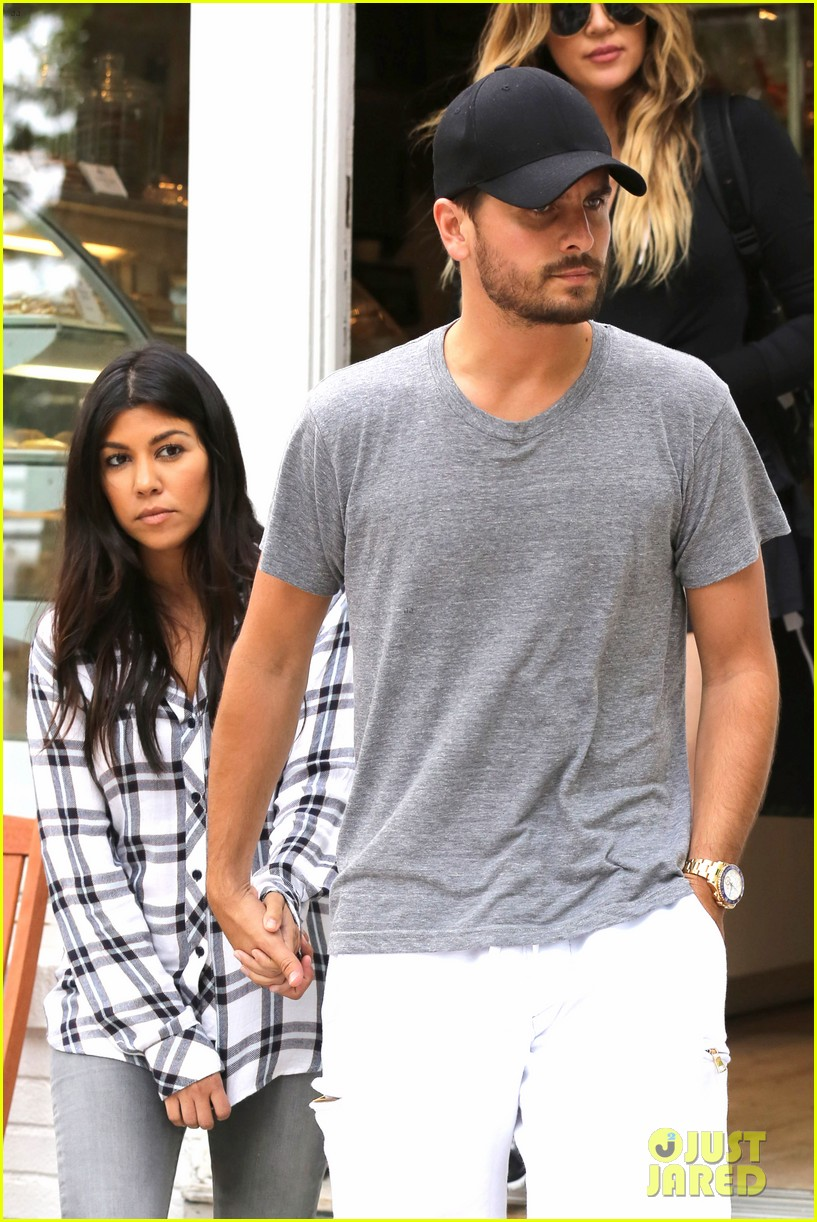 kourtney khloe kardashian double date with their men 023134319