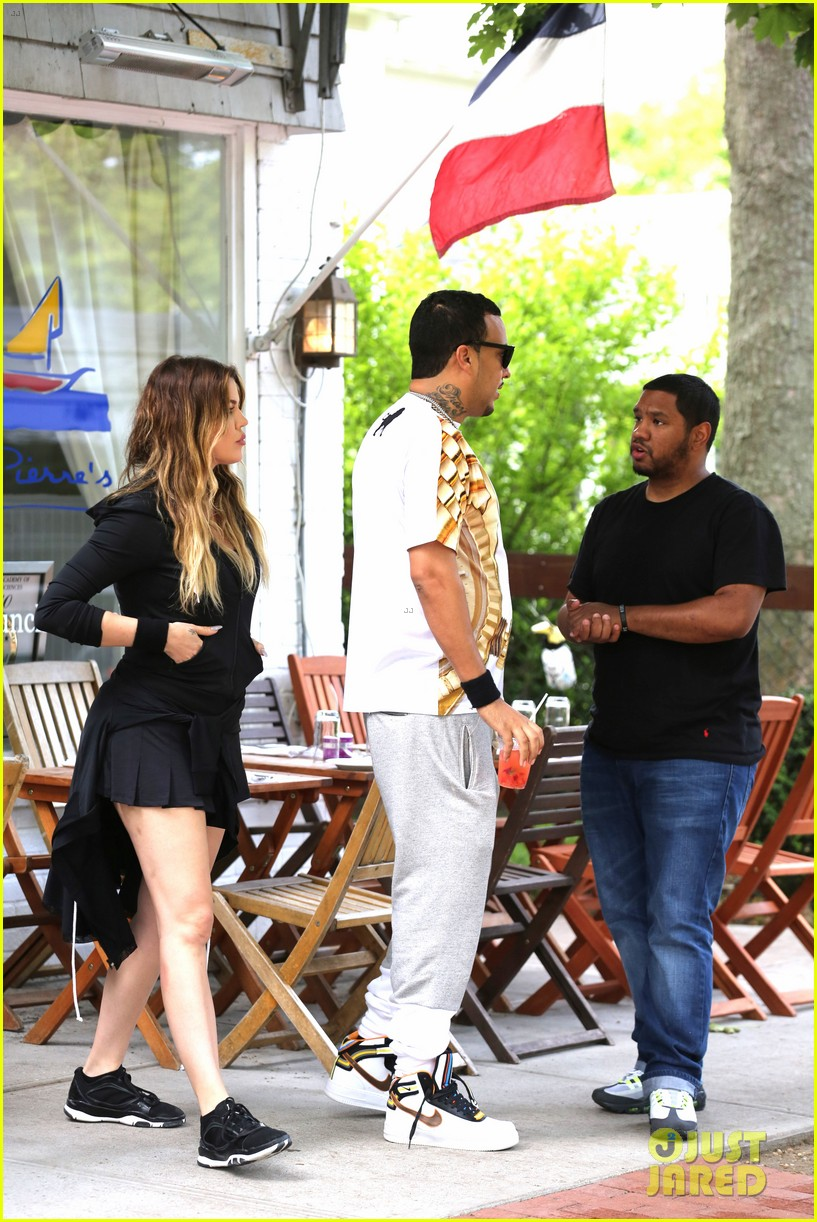 kourtney khloe kardashian double date with their men 033134320