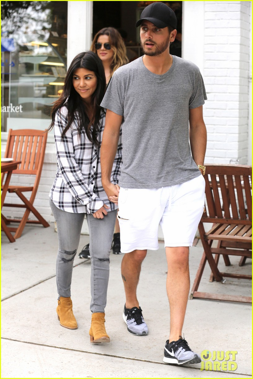 kourtney khloe kardashian double date with their men 083134325