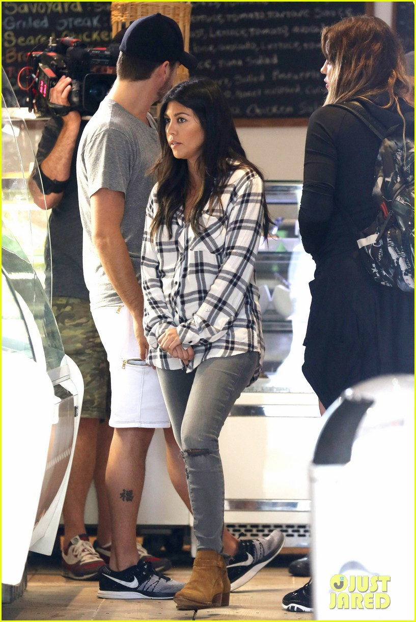 kourtney khloe kardashian double date with their men 133134330