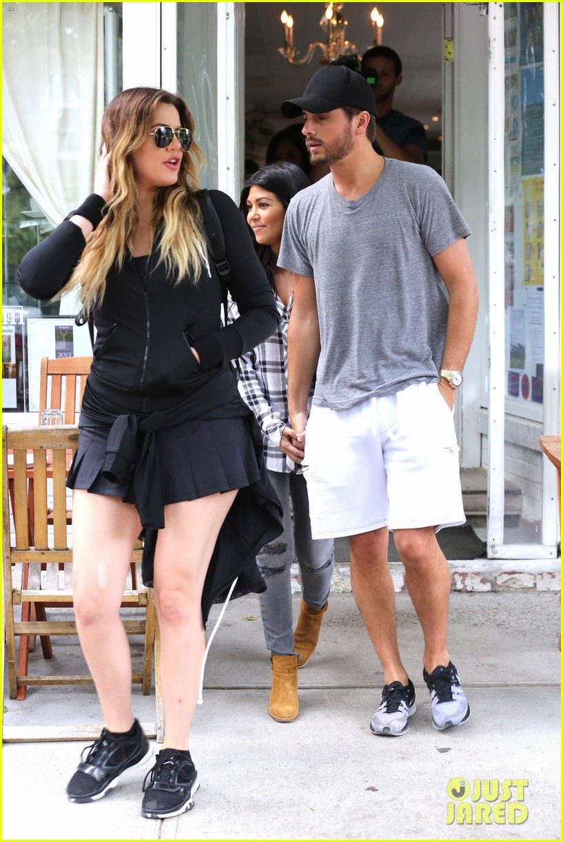 kourtney khloe kardashian double date with their men 27
