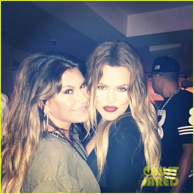 khloe kardashian cheers on jennifer lopez at her concert 023128711