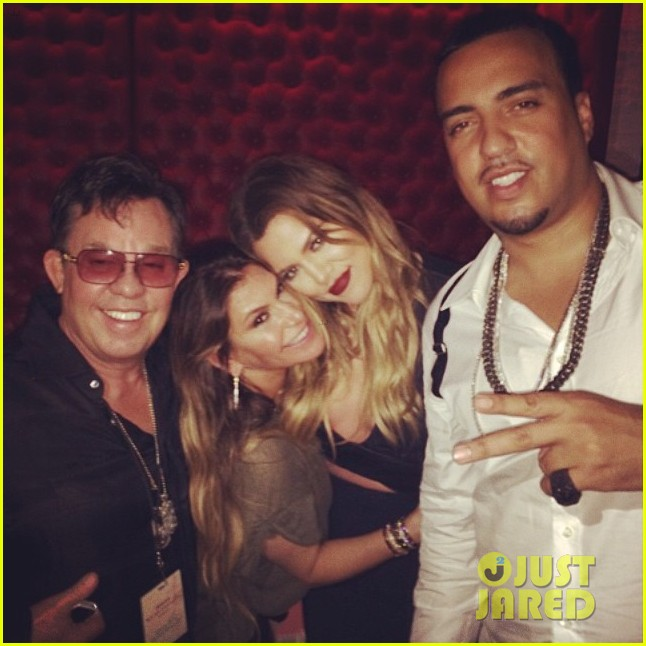 khloe kardashian cheers on jennifer lopez at her concert 03