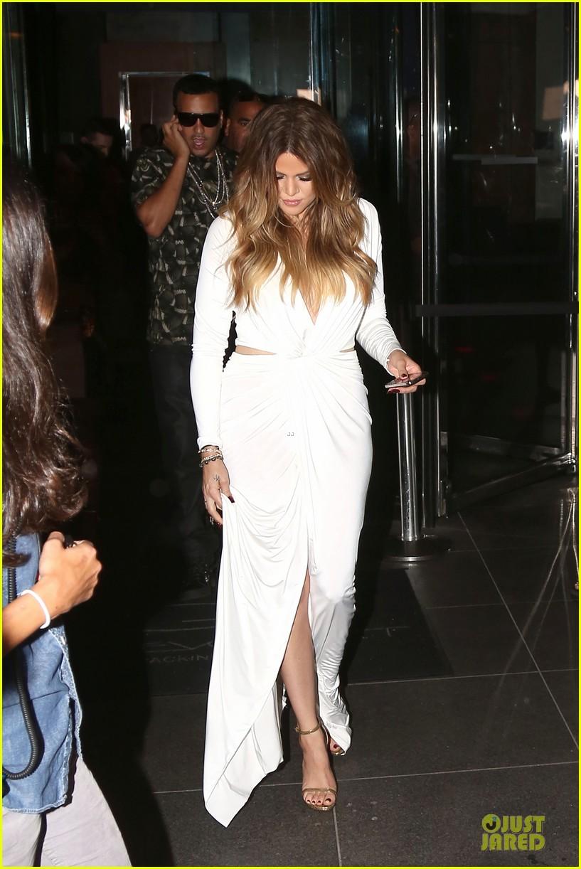khloe kardashian white affair on 30th birthday dinner 053145201
